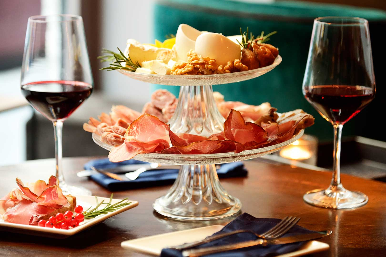 catering vino rosso salumi