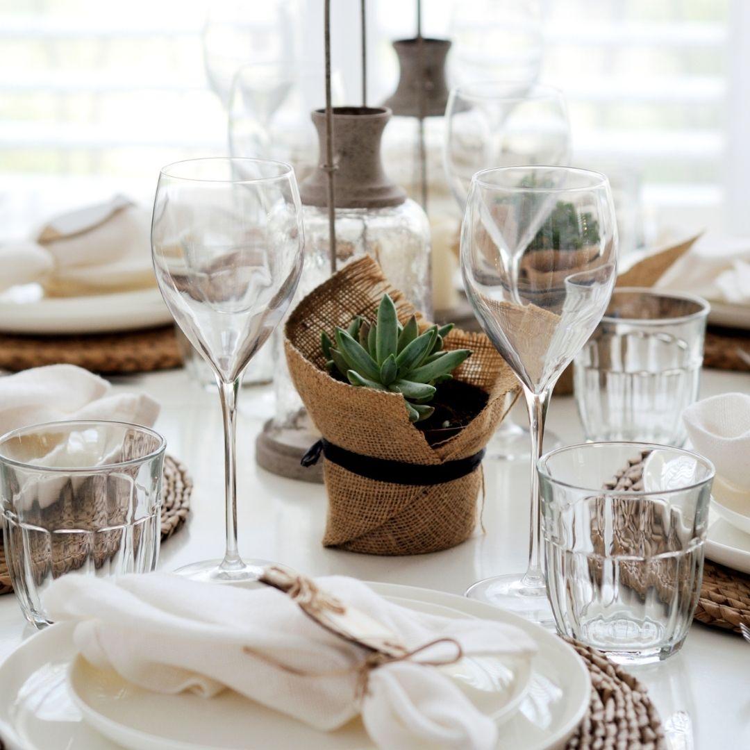 disposizione bicchieri sulla tavola